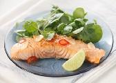 świeza ryba na parze z warzywami
